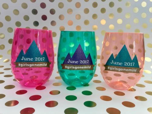 custom design wine glasses mountains girls trip stemless