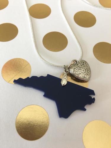 acrylic NC necklace navy heart